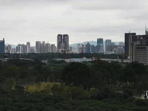大年初二在深圳中心区观景台远眺深圳CBD,此刻安静一座城