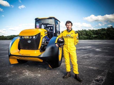 英国男子改装农用拖拉机,实测时速高达247公里,打破世界纪录