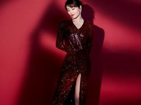 刘涛春晚真会穿,一身亮片裙美的高调,双腿不输时尚超模