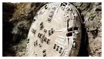 玛雅人遗址里,发现一圆形石盘,其上刻有4亿年前的地球景象