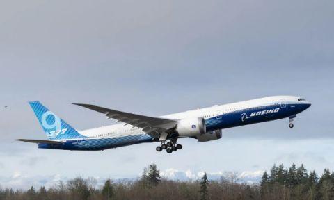 波音新型客机777X完成首飞