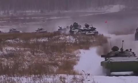 美国向乌克兰伸出援手,反坦克导弹投入乌战场:居然被俄军破解