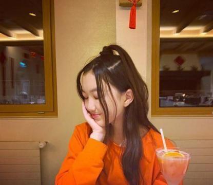 李嫣新年晒照祝福,新发型俏皮可爱元气满满