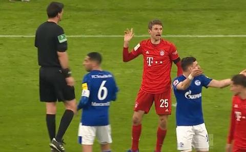 疯狂5-0,11分钟轰进3球!拜仁缩小至1分,德甲争冠又无悬念?
