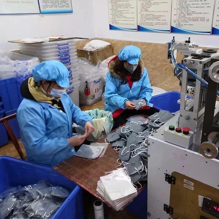 浏阳这家口罩厂员工放弃休假,火力全开,日产20万个口罩!