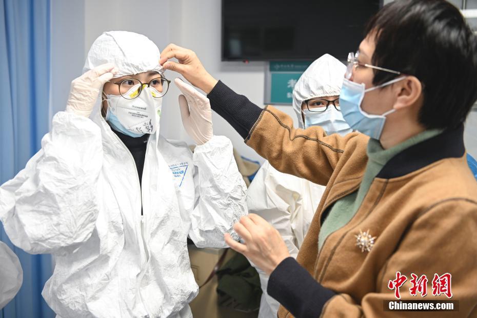 广州中山大学附属第三医院医护人员接受新型冠状病毒防护培训广州中山大学附属第三医院医护人员接受新型冠状病毒防护培训