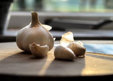 大蒜配它降三高、活血药!名老中医每天吃半碗,长寿养生