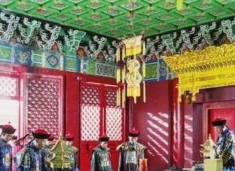 清朝小官值了一次夜班,被乾隆发现后,结果当上了两广总督