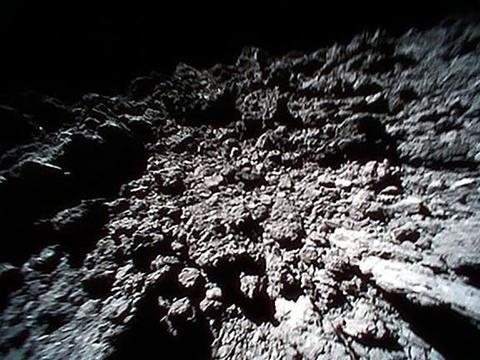 地球NASA:一颗具有潜在危险的小行星接近地球