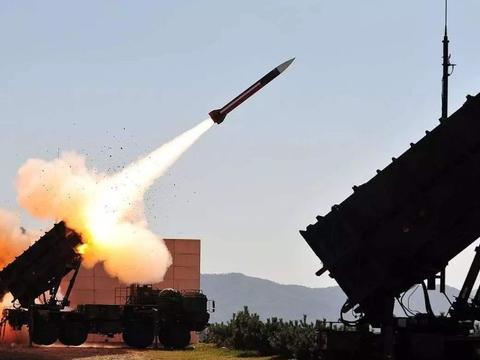 """爱国者导弹表现""""稳定"""",拦截概率不到10%,美军基地满目疮痍"""
