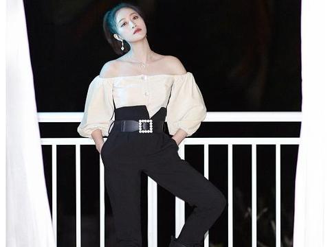 蓝盈莹一字肩+高腰裤呈现女精英形象,而皮夹克配牛仔潮流时尚!