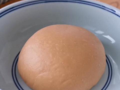 面粉别蒸馒头了,加2个西红柿,不用蒸不用烙,出锅比吃肉还香