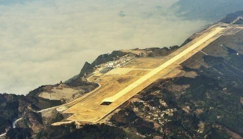 """山顶上的""""航空母舰"""",削山填谷,""""基建狂魔""""中国当之无愧"""