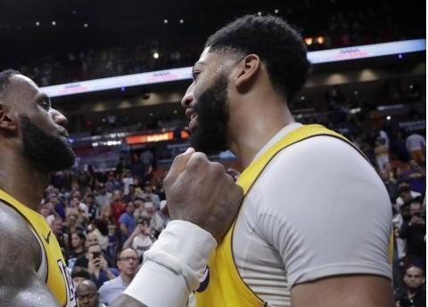 芝加哥盛典蓄势待发,NBA全明星阵容公布,詹姆斯继续领衔