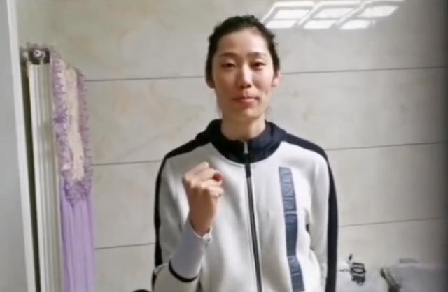 人美心善!朱婷素颜出镜为家乡抗击疫情加油,网友:榜样的力量