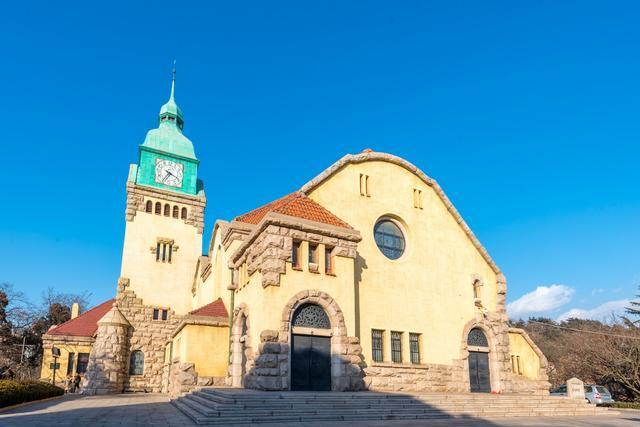 青岛的百年教堂,美如德国古堡,成了热门旅游打卡地