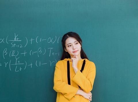 今年高考作文预测、优秀作文点评:《沙蚌诞明珠,严师出高徒》