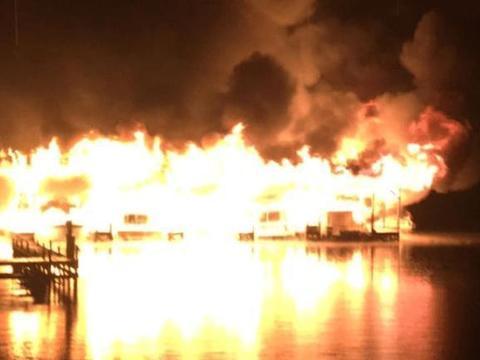 美国阿拉巴马州一个公园码头发生严重火灾,多人死亡35艘船被烧