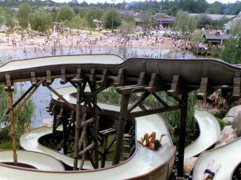 实拍已荒废18年的迪士尼乐园,如今只剩荒芜,关闭原因至今不明