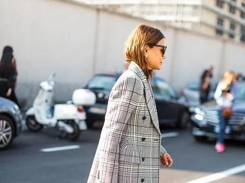 长款毛呢大衣,不像羽绒服那样臃肿,又要比短夹克更为保暖