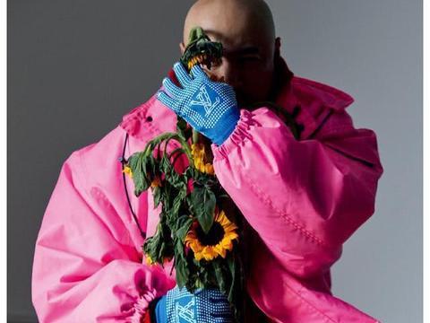 徐峥杂志封面造型,粉红棉袄夹克搞怪表情呆萌,演绎另类俏皮可爱