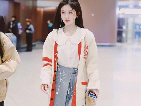 初恋女神鞠婧祎真不怕冷,圆领衬衫搭配短裙过冬