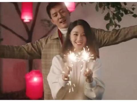 赵丽颖冯绍峰再合体包水饺迎新年,隔着屏幕都觉得甜