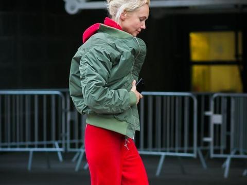 绿色外套的5个搭配示范,备受时尚潮人喜爱,休闲时髦气场十足