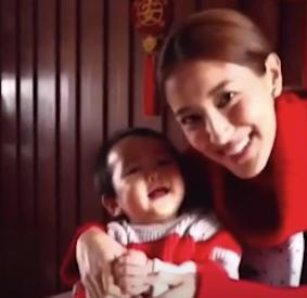 """29岁港姐晒全家福,老公大其22岁情史丰富,被称""""TVB女星收割机"""