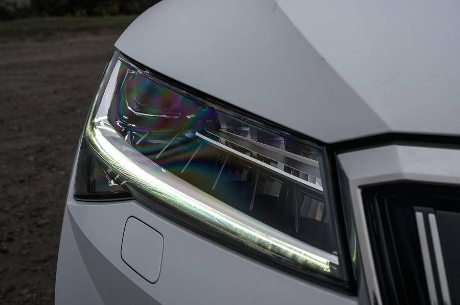 斯柯达首次触电,7.4秒能破百、油耗不到2L,做起来可媲美迈腾