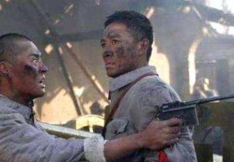 《亮剑》:平安城阻击战,丁伟和孔捷谁的指挥能力更胜一筹?
