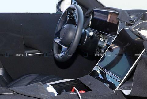 时下流行的大格栅加细长大灯组合,全新奔驰S级无伪装实拍图曝光