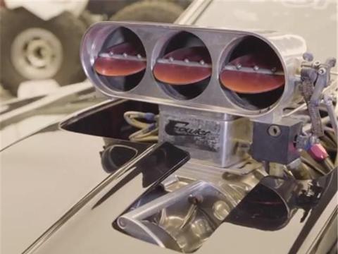 范·迪塞尔同款科迈罗跑车,7.0L排量,配热熔胎,引擎都外露