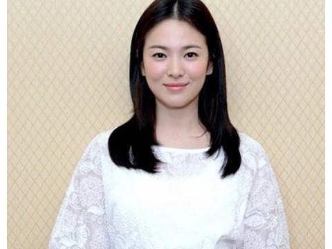 宋慧乔离婚后现身活动,身形暴瘦反而更美,微笑示人已放下过去!