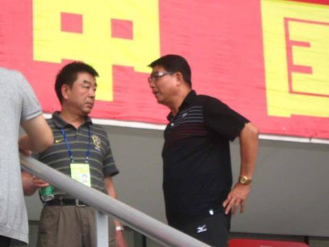 恒大老板许家印VS青训教父徐根宝,谁才是中国足球的功臣?