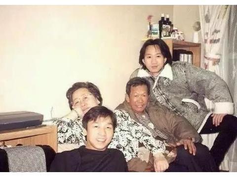 黄家驹罕见合照,照片3超级巨星全聚,照片4和张国荣唯一合影