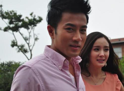 离开杨幂一年后,刘恺威与昔日女搭档合影,开十级美颜变网红脸