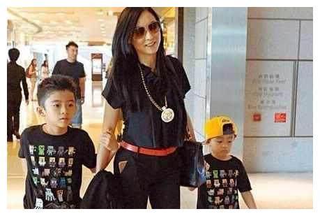 张柏芝带两儿子,有苦说不出,谢贤却说:我最理解你