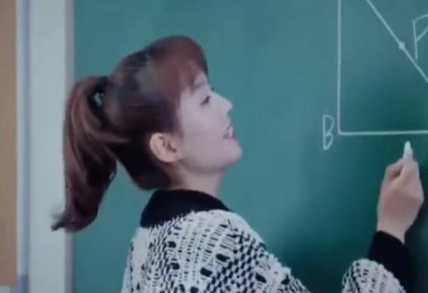快手最美数学老师火了,转过头那一刻,网友:我要辞职去读书