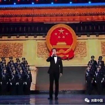 男高音歌唱家石倚洁现场演绎《北京放歌》,一开嗓就镇住全场!