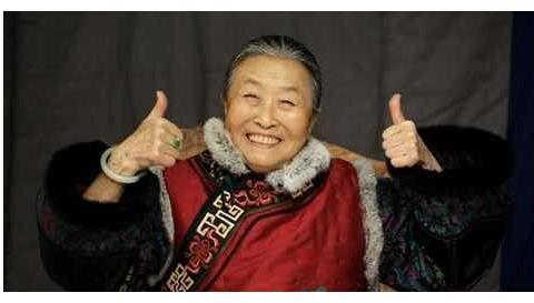 """最伟大的母亲""""丑娘"""":女儿貌美如花,女婿竟是TVB当红艺人"""