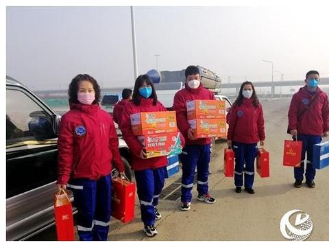 市红十字蛟龙应急搜救队慰问抗疫一线工作人员
