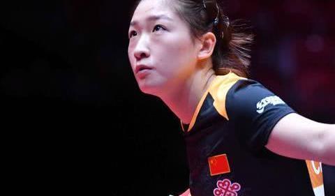 惨败!刘诗雯0-4被横扫,朱雨玲气势如虹杀入女单半决赛