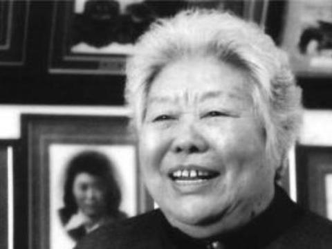 她是1元纸币上的女拖拉机手原型,如今以90岁高龄逝世