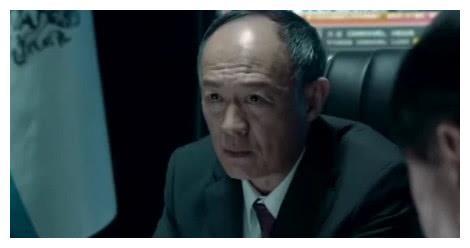 他曾是养猪一年半的兽医,因合作彭于晏舒淇成名,60岁老来得子