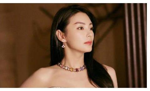 令人艳羡,他学生时代女友是邀月宫主和蒋雯丽,还和张雨绮结婚