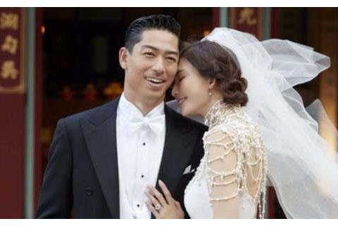 林志玲婚后为爱改变,红色蝴蝶结很有女人味,可惜座驾变了
