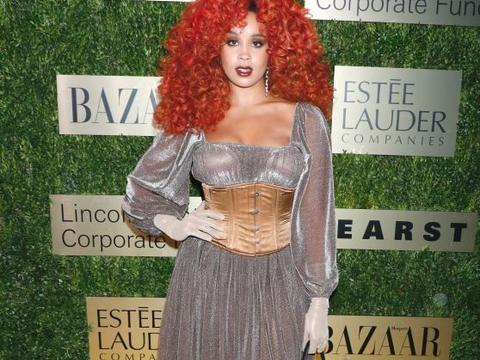 美国女星吉利安·赫维现身时装盛典活动