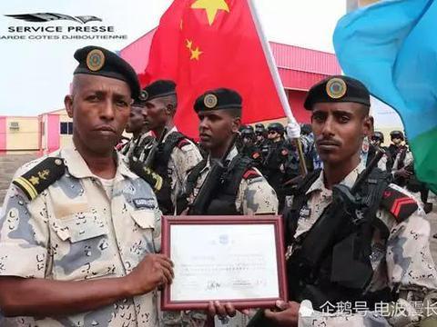 海军驻吉布提部队为吉方培训海警 颁发中文证书
