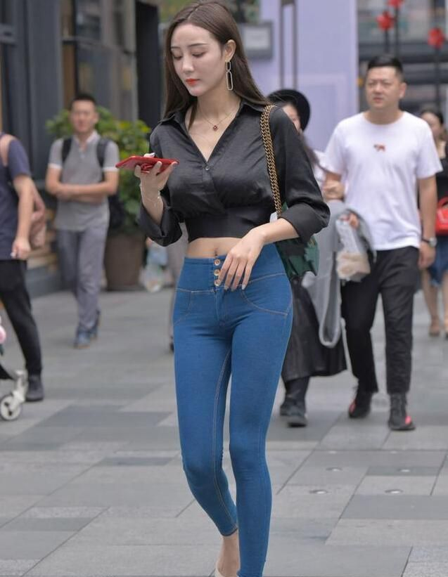 打底裤才是时尚界的逛街主打,这6个优点,让中个子姑娘腿变长了